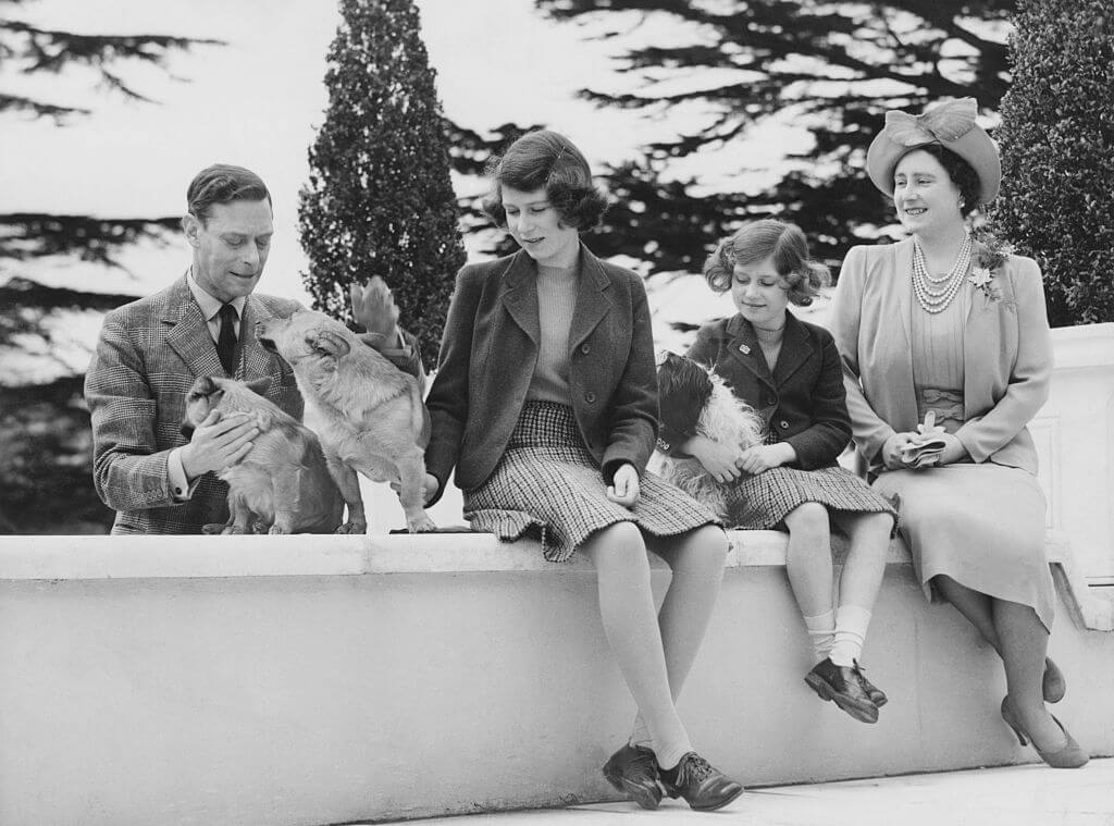 royal-family-1940-39643-82875.jpg