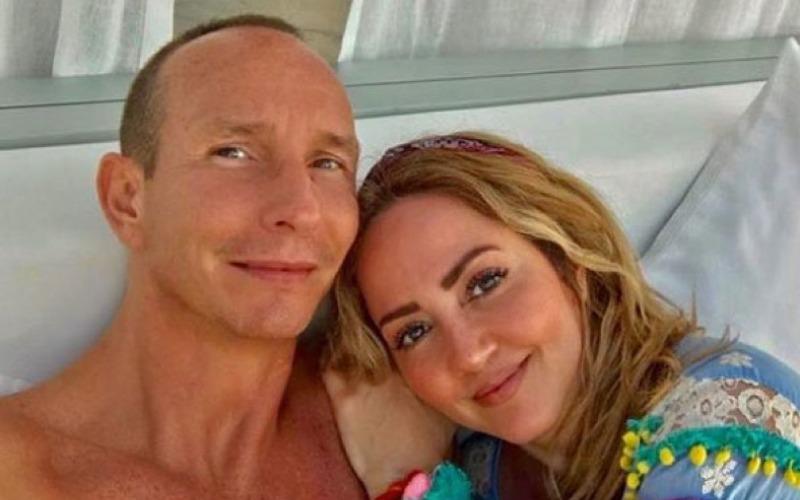 andrea-legarreta-erick-rubin-selfie-during-vacation