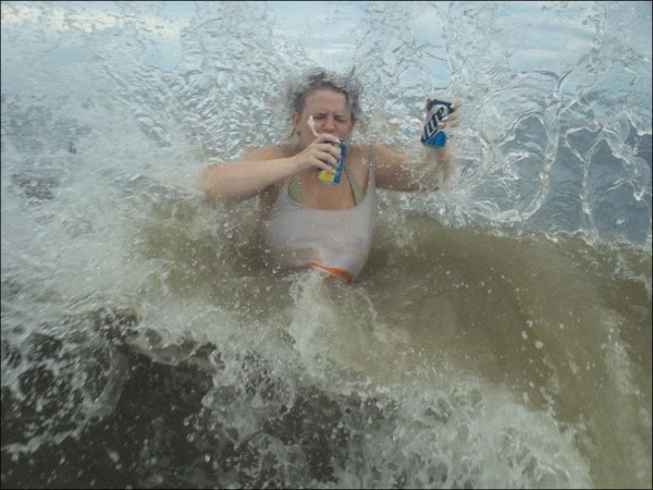beach-pictures-wave-soda-cans