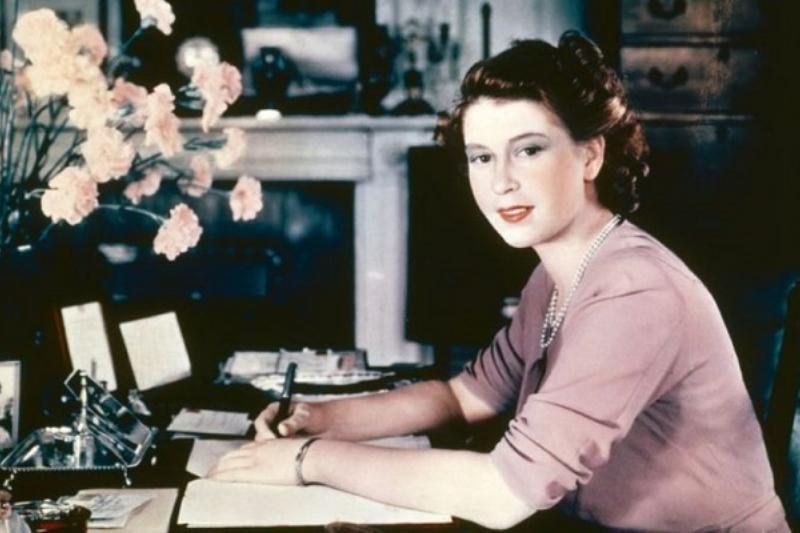 2 Fotos Reina Isabel 11
