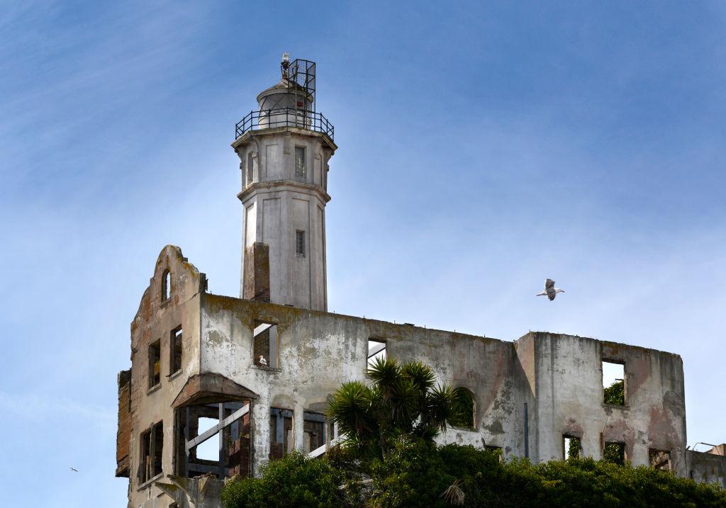 the lighthouse on alcatraz island