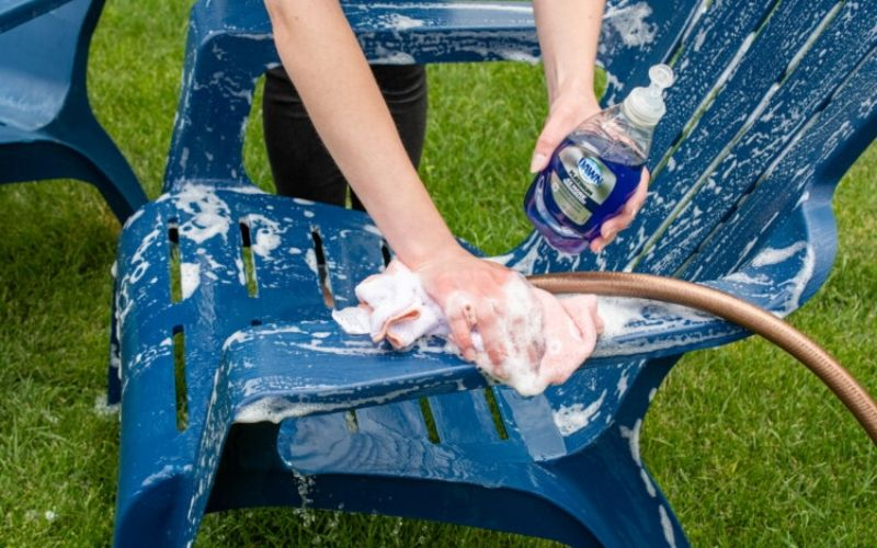 cleaning patio furniture with dish soap