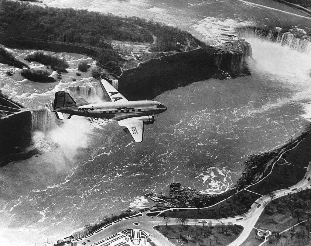 Airplane Niagara Falls