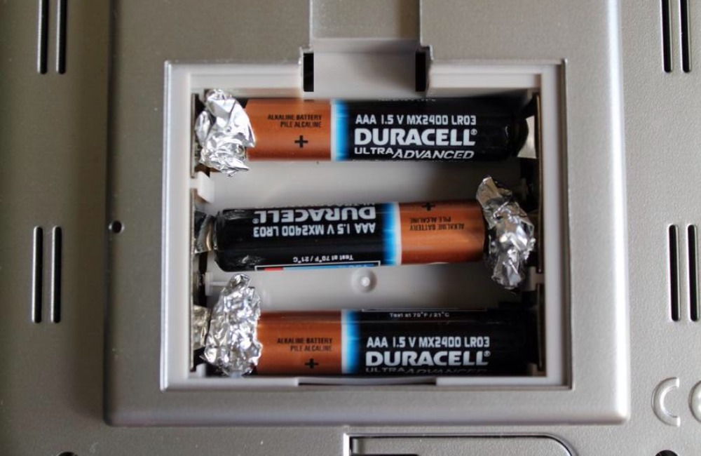 battery-tinfoil-hack-add-tinfoil-to-aaa-batteries-if-you-need-aa-batteries