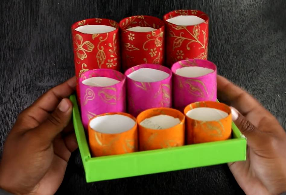 A YouTuber transforms toilet paper rolls into a desk organizer.