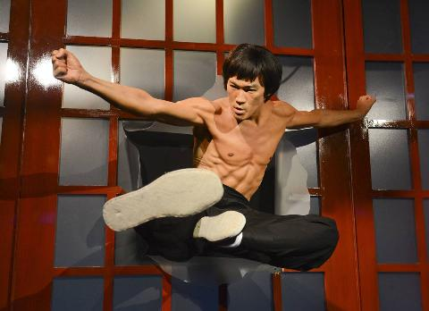 axc-bruce-lee-wax-figure