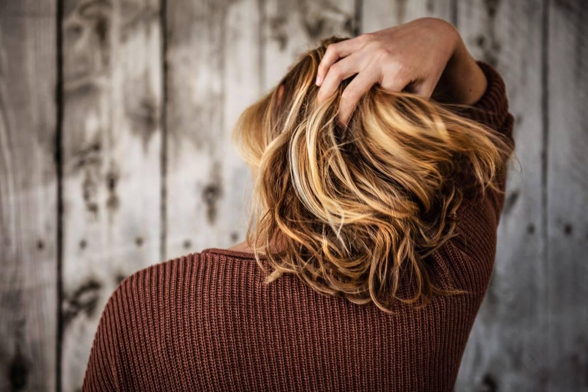 vsl-scalp-blonde-short-hair