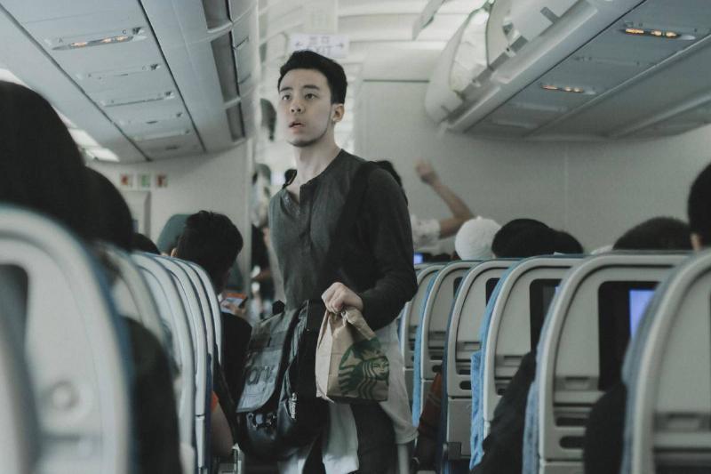 ava-passenger-schoosing-seat-airplane