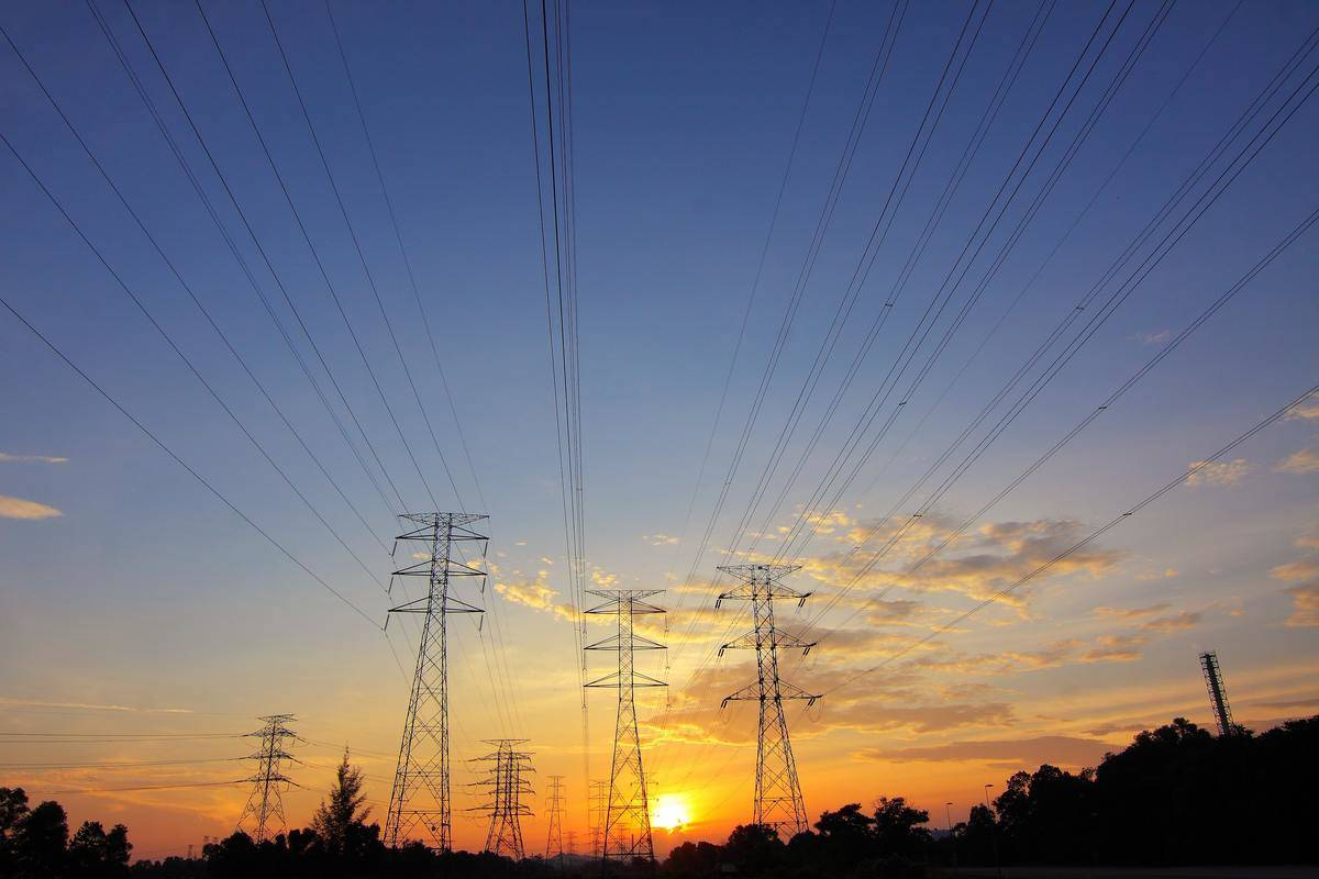 Two Engineers Revolutionized Long-Distance Electricity