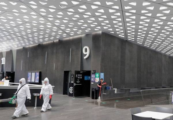 6 Cines Covid 13