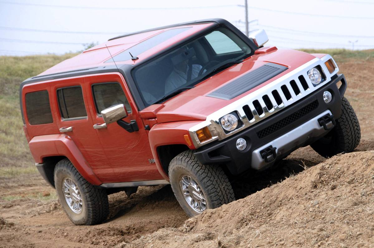 A 2008 Hummer H3 is driven off-road during the General Motor