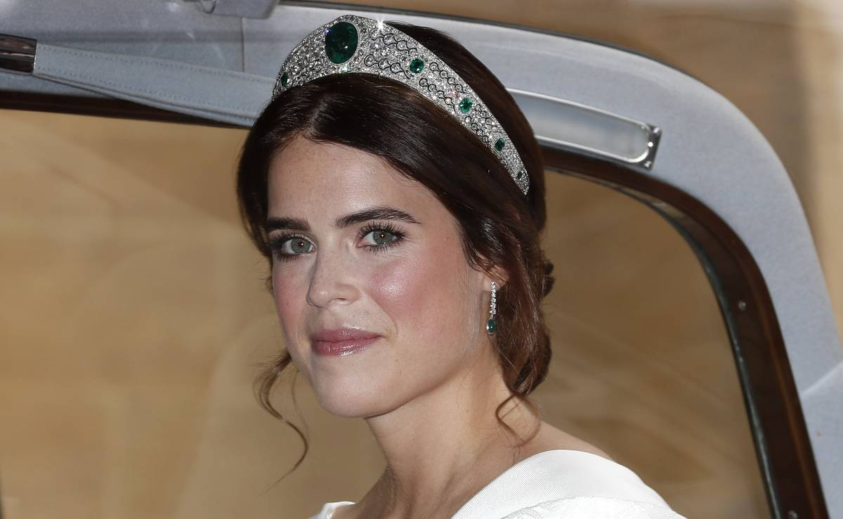 Princess Eugenie of York arrives for her marriage to Jack Brooksbank at St George's Chapel, Windsor Castle on October 12, 2018 in Windsor, England