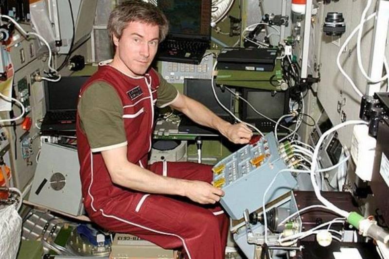 9 Astronauta Varado Espacio 3