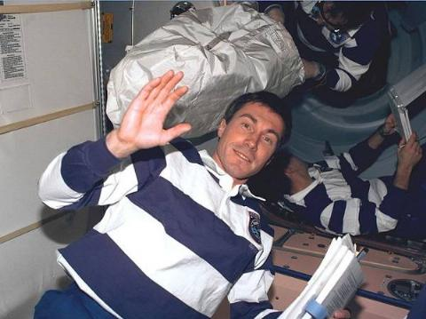 9 Astronauta Varado Espacio 7