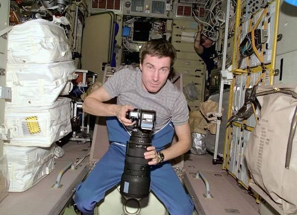 9 Astronauta Varado Espacio 9